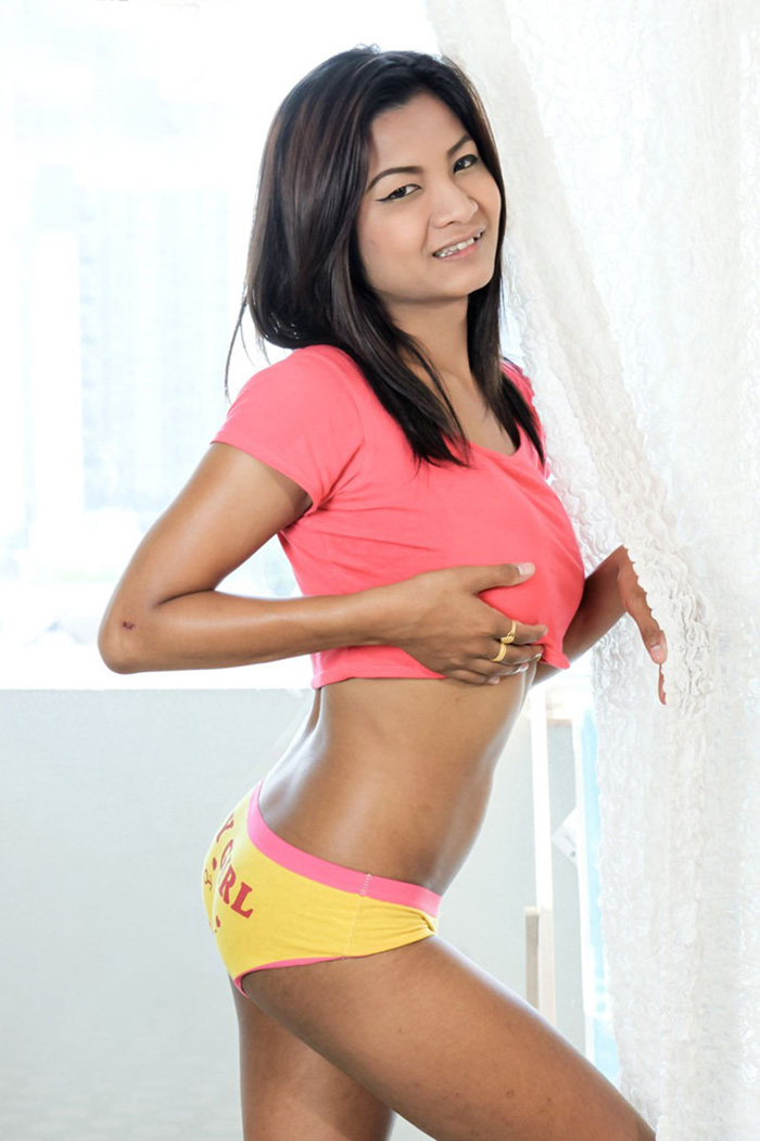 Asian-brunette-wih-awesome-body