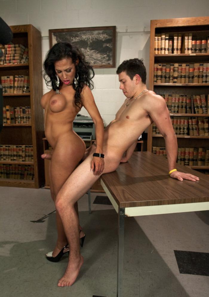 Sexy Shemale Teacher Jaquelin Braxton Seducing Her Student